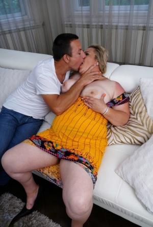 BBW Mature Kiss Pics
