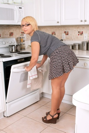 BBW Mature Kitchen Pics